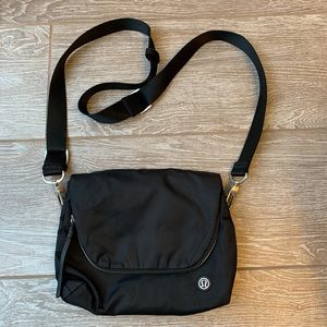 Lululemon Black Crossbody Nylon Bag ❤️❤️❤️